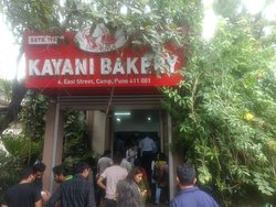Kayani Bakery: See the crowd at the entrance