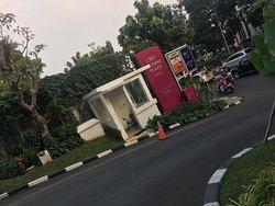 Area Masuk menuju Hotel Crowne Bandung