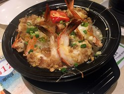 Claypot rice with garlic shrimps.. Its more then enough for two people!