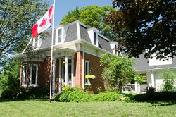 Newboro House Bed & Breakfast
