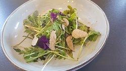 Roquette vinaigrée, truffe blanche