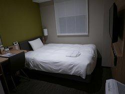 ベッドは1人では十分に大きいです。