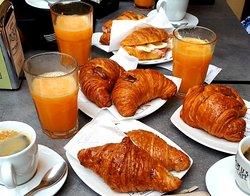 Schönes Cafe mit großer Auswahl!