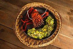 Tupí guaraní: barriga de cerdo marinada en ajos confitados, achiote y cerveza negra por 24 horas