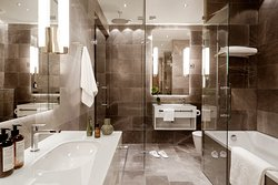 St. George Suite has a Mexican marble bathroom with rain shower, separate bathtub and a sauna.