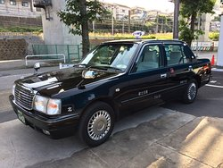 Black Sedan Taxi (up to 4 guests)