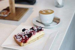 Отличный кофе и вкусные торты.