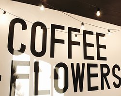 ‪Flwrs Cafe. Flowers & coffee‬