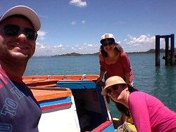 No barco, indo para a praia.
