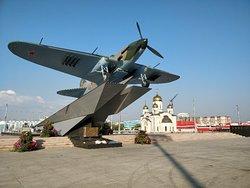 Памятник самолету Ил-2