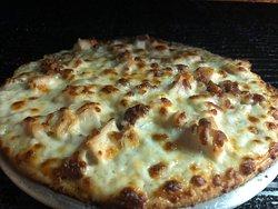 Delicious chicken bacon ranch pizza