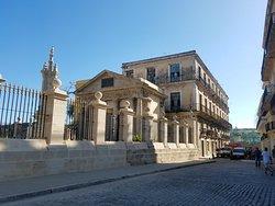 Plaza de Armas (Plein van de wapenen)