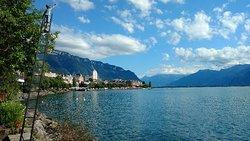 Promenade Sur Les Quais De Montreux