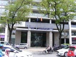 Tòa nhà cao ốc The Landmark trên đường Tôn Dức Thắng, Quận 1 (TpHCM).