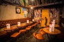 L'Envers, c'est plus qu'un restaurant...c'est aussi une galerie d'art...