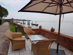 Luxury, tranquility and greenery in the Venetian lagoon with complimentary boat transfers