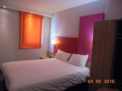 chambre spacieuse avec volet roulant + rideau occultant +armoire