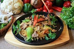 Best vietnamese foods restaurant in Hanoi oldquarter -  stir fried beef noodles
