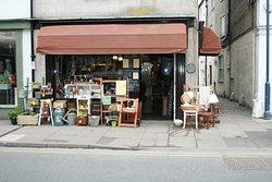 Fourpence Cafe & Shoppe