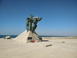 Sailors-Paratroopers Monument