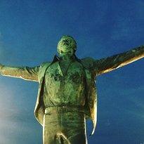 Statua di Domenico Modugno