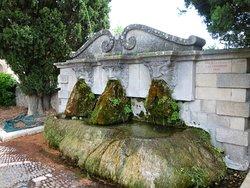 Fontaine aux Trois Masques
