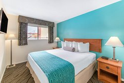 Howard Johnson Suite Hotel by Wyndham
