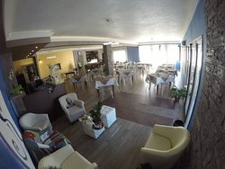 Salve vi presentiamo la nostra sala principale, comfort eleganza e classe.