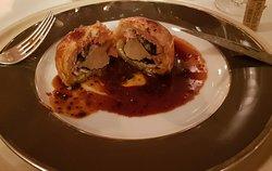Truffe entière foie gras lardé enrobée de pâte feuilletée