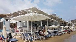Perfect food, friendly staff and nice beach!