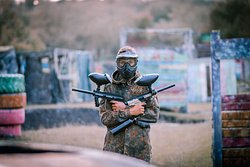‪War-Zone Paintball & Airsoft‬