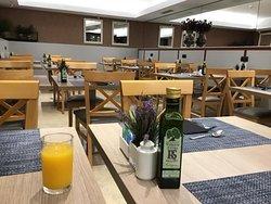 The lovely large breakfast room.