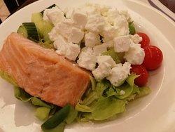 Pieni salaatti lounasaikaan