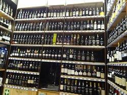 Vinhos e mais vinhos - Loja no Mercado da Ribeira