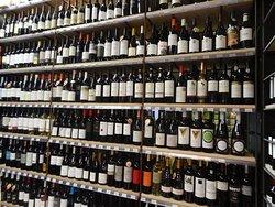 Exposição dos vinhos - Loja no Mercado da Ribeira