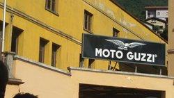 Mito d'epoca e insegba MMoto Guzzi