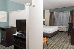 Holiday Inn Express Hotel & Suites Erie (Summit Township)
