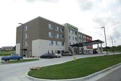 Holiday Inn Express & Suites Kansas City - Lee's Summit