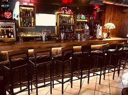 Installez vous dès 18h00 au bar et profitez de notre carte à tapas et pizzas au feux de bois.