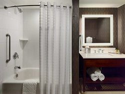 DoubleTree by Hilton Hotel and Suites Charleston Airport