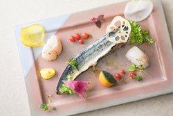 宮城県女川産帆立貝と秋刀魚のコンフィ ガーデンサラダとともに / Miyagi Onagawa Scallops and Saury Confit with Garden Salad