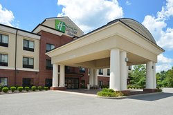 Holiday Inn Express & Suites Fairmont