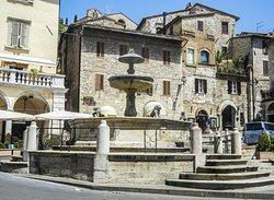 Fontana dei Tre Leoni