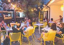 Street Food & Cafe Possonium