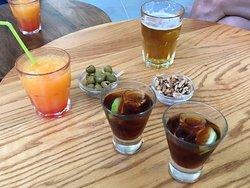 Aperitivo en el Bar