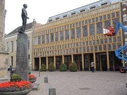 Zicht op het nieuwe stadhuis