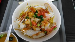 Dry seafood combination noodles