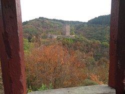 Doorkijkje vanuit de hoge toren van de Oberburg