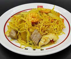 Fideos estilo Singapur salteados con gambas 🍤 ternera 🍖 pollo 🍗 y verduritas frescas 🥕
