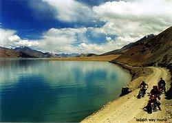 Tso Morri Lake with team planet way round